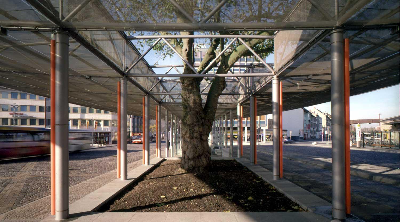 ZOB Osnabrück Blick Detail mit Baum Heiderich Architekten Lünen
