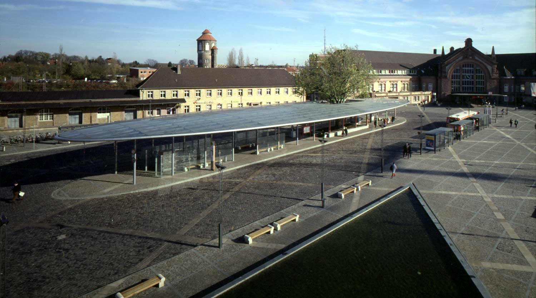 ZOB Osnabrück Blick über das Wasserbecken Heiderich Architekten Lünen