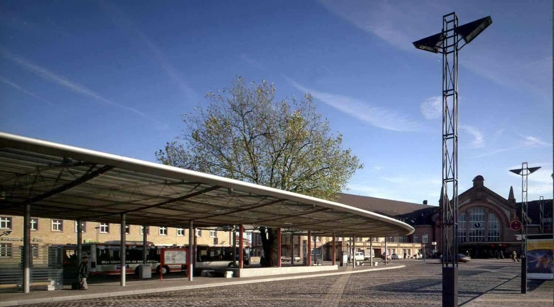 ZOB Osnabrück Blick auf das Dach mit Baum Heiderich Architekten Lünen
