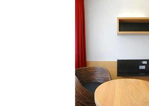 Hotelzimmer Balance im Hotel Zugrücke Grenzau Sitzbereich Heiderich Architekten Lünen