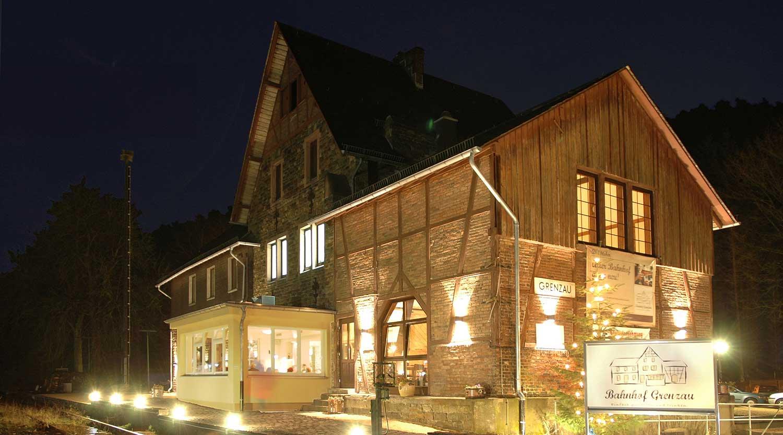 Bahnhof Grenzau Restaurant bei Nacht Heiderich Architekten Lünen